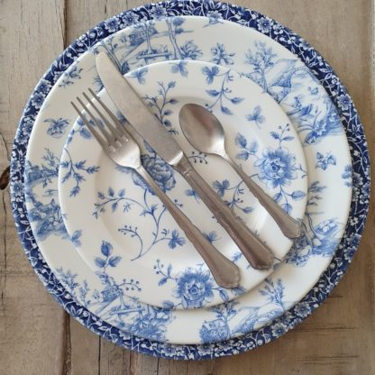 Location assiette plate vintage -VICTORIA (roses bleues) D21cm